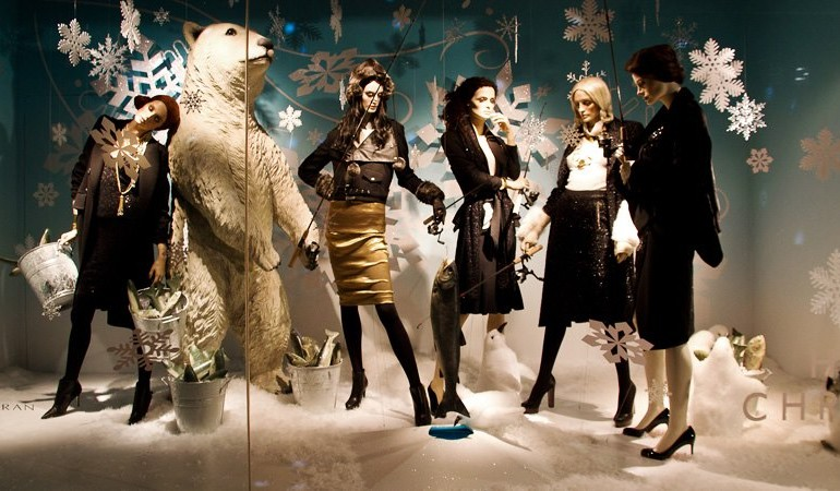 best-window-displays_holt-renfrew_2012_christmas_let-it-snow_01