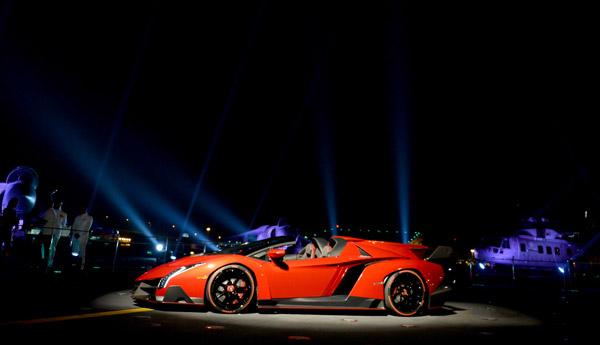 news-lamborghini-veneno-roadster-abu_dhabi