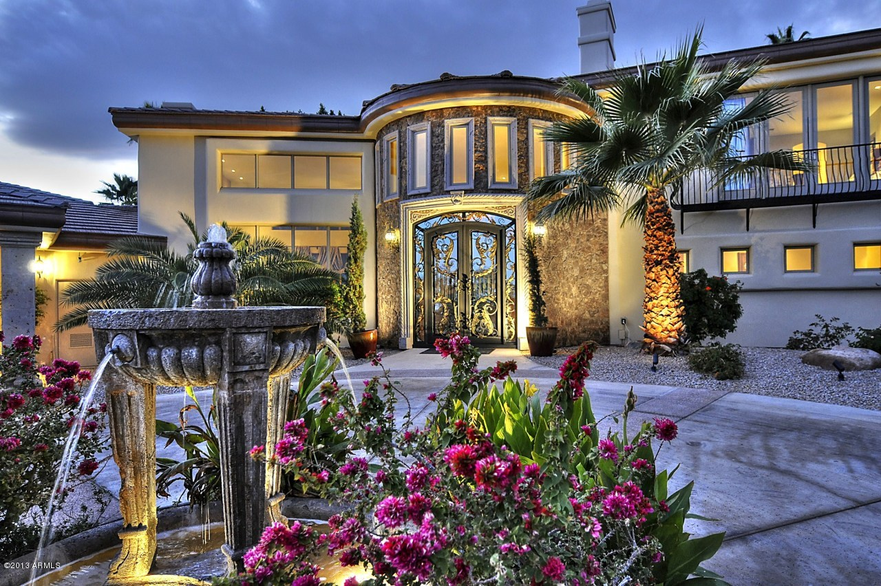 Paradise valley luxurious homes have a glimpse to for Upscale homes