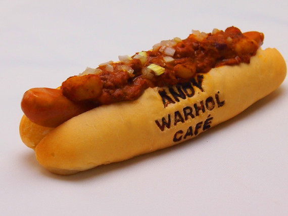 Andy-Warhol-Pop-up-Cafe-Opens-Tokyo-04-570x427