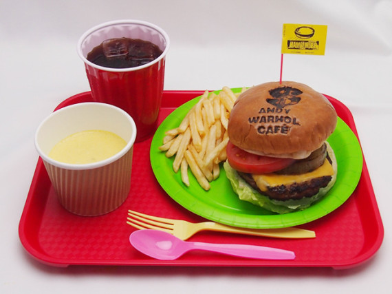 Andy-Warhol-Pop-up-Cafe-Opens-Tokyo-05-570x427