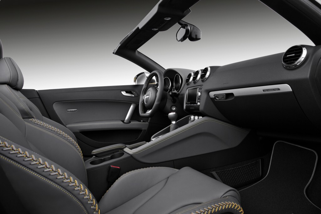 2014-audi-tts-competition-roadster-interior-1
